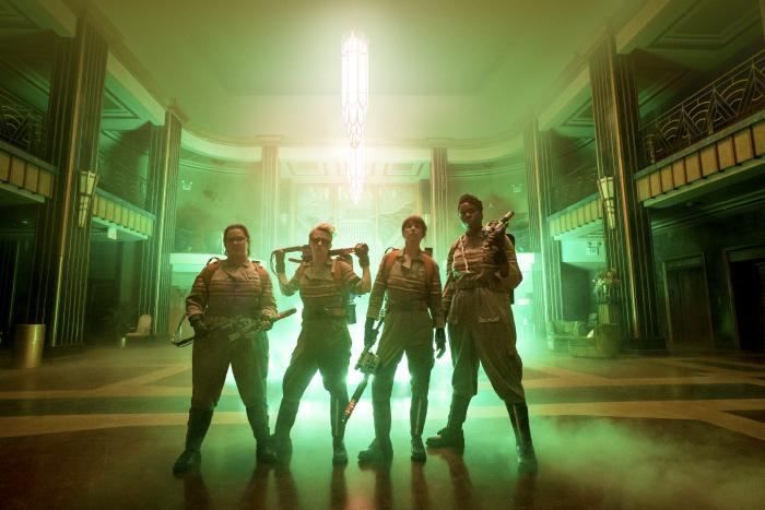 Abby Yates (MELISSA McCARTHY), Jillian Holtzmann (KATE McKINNON), Erin Gilbert (KRISTEN WIIG) und Patty Tolan (LESLIE JONES) in Sony Pictures' GHOSTBUSTERS. © 2015 Sony Pictures Releasing GmbH